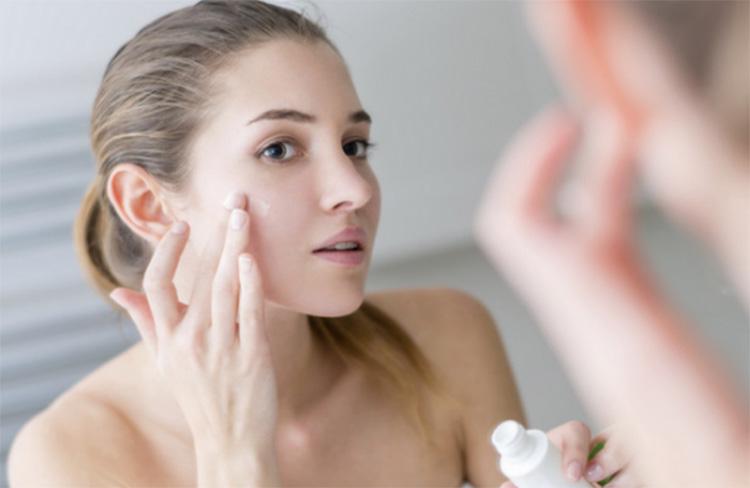 Dưỡng ẩm thường xuyên giúp da khỏe mạnh và giảm nguy cơ bùng phát eczema